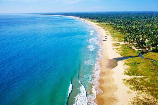Arugambay-beach
