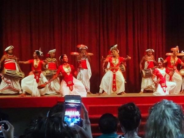 Kandyan-cultural-dance-show